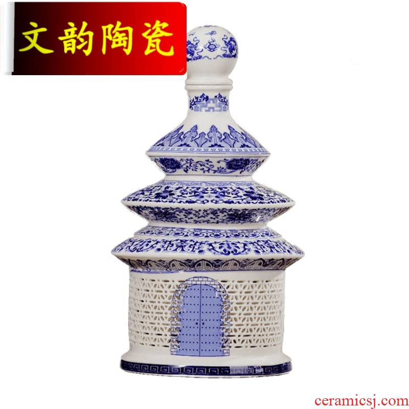 An empty bottle 5 jins of jingdezhen ceramics creative arts sealed jars of household liquor pot of 5 jins of hollow out of the temple of heaven in C