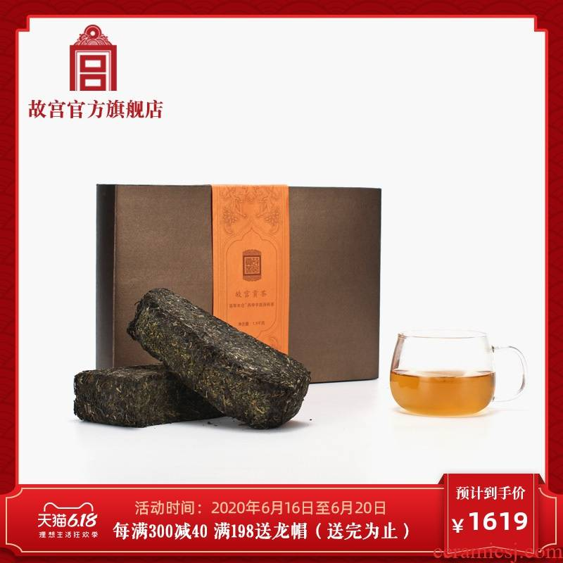 The palace tribute tea one hundred wooden warehouse BingShen hand built brick tea tea eight palace official birthday gift to The Forbidden City