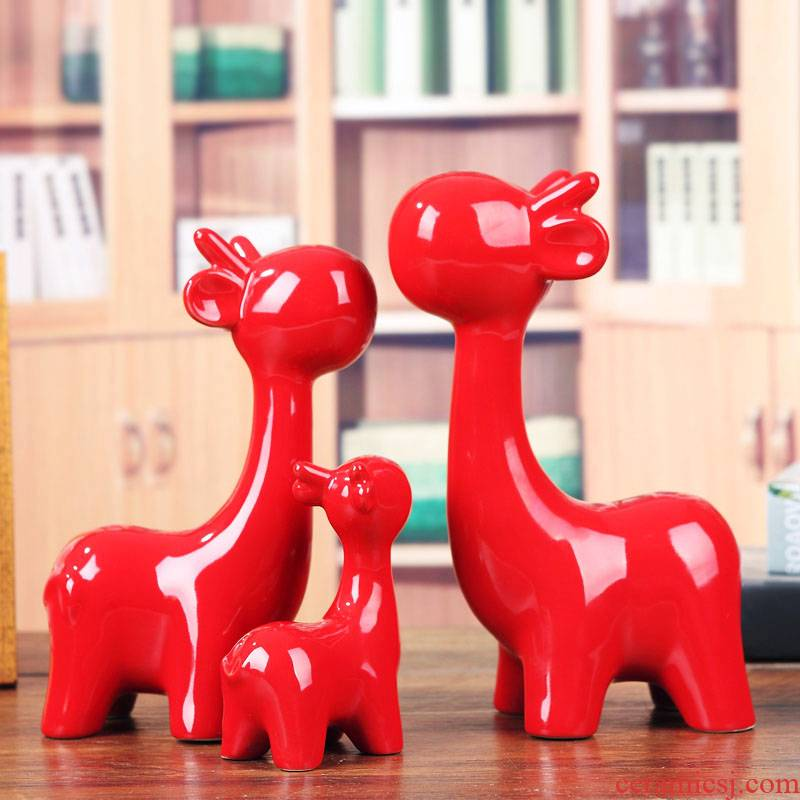 Jingdezhen ceramic decoration household living room TV cabinet furnishing articles festive red giraffe wedding decoration