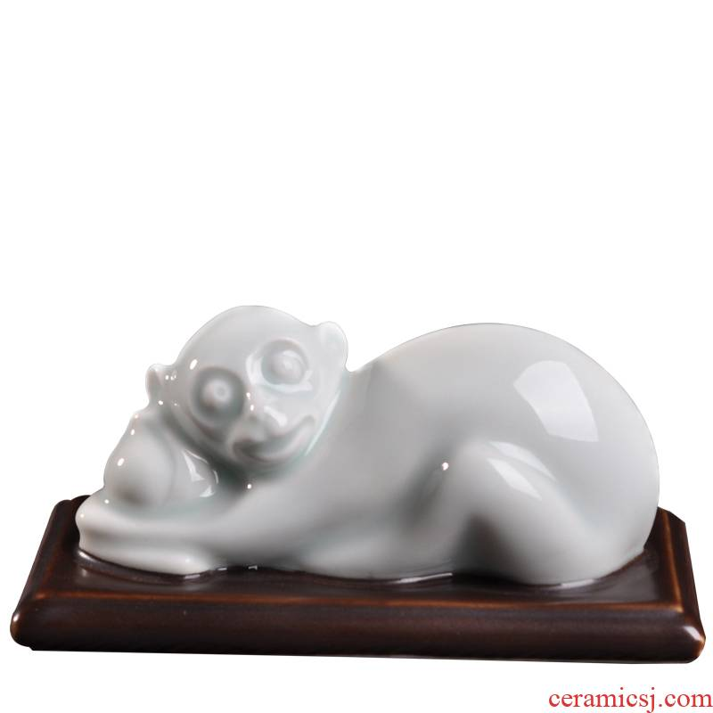 Porcelain, Chinese zodiac ceramic small furnishing articles desktop golden monkey monkey life of high temperature and the azure glaze Porcelain carving handicraft pocket edition