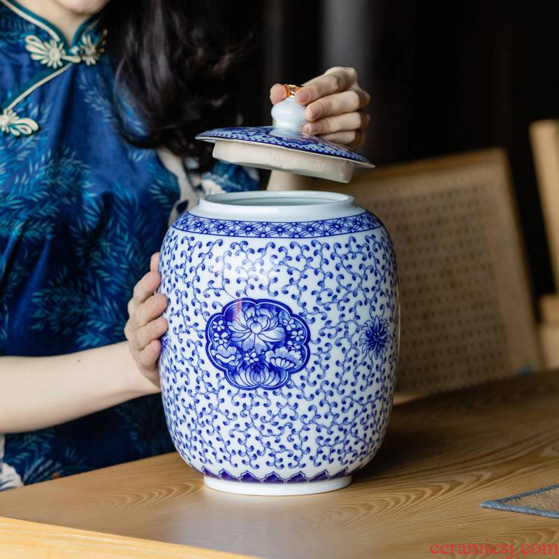 The large capacity of blue and white porcelain tea pot ceramic seal loose tea pu 'er tea caddy fixings moistureproof deposit receives increasing number
