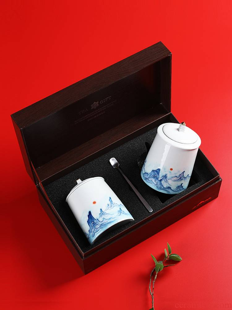 A new tea packaging gift box aneroid common black tea, green tea in the tea pot of hand - made of ceramic seal pot double tank
