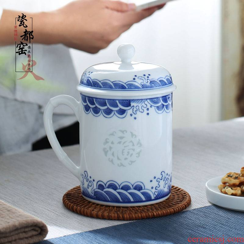 Jingdezhen ceramic cup with cover office meeting hand blue and white porcelain cup and exquisite gift box to ultimately responds a cup of tea cup
