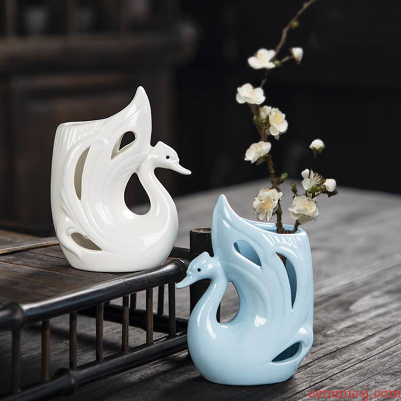 Creative cartoon dried flower ceramic interior desktop decoration small place, a lovely flower vase flowers flower implement trumpet