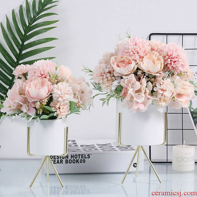 Ins small pure and fresh and simulation flower Nordic home sitting room tea table desktop fake flower simulation dry flower is placed the table flower art