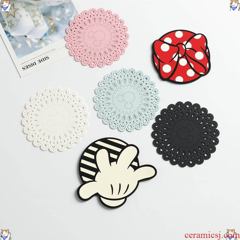 Exported to Japan, counters circular mickey creative lace bowknot is lovely silicone heat insulation cup mat iron