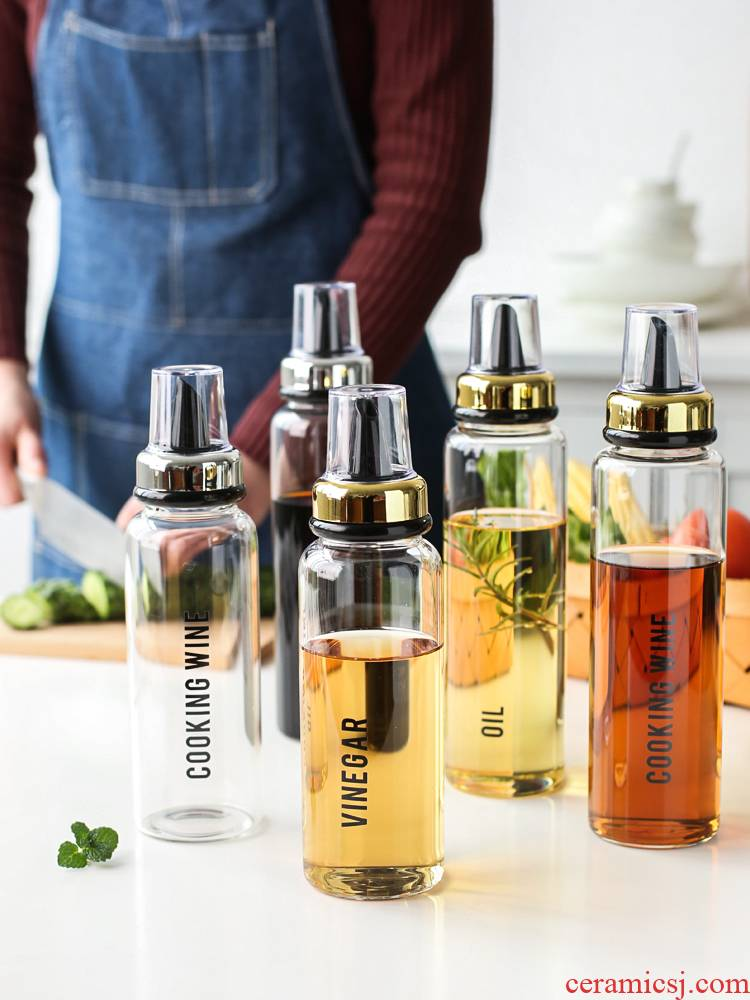 Sichuan and edible oil bottle in a glass of household kitchen capped vinegar sauce pot small bottles of perfume oil bottle oil can