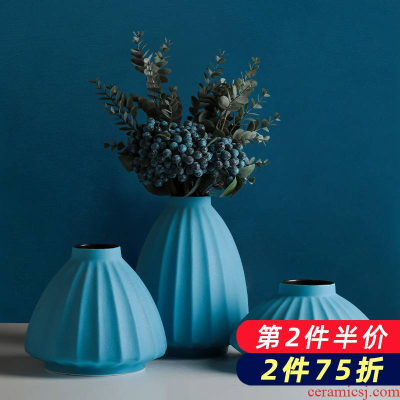 The Nordic creative ceramic blue vase wind dried flowers, contracted and I household flower arrangement table sitting room adornment is placed