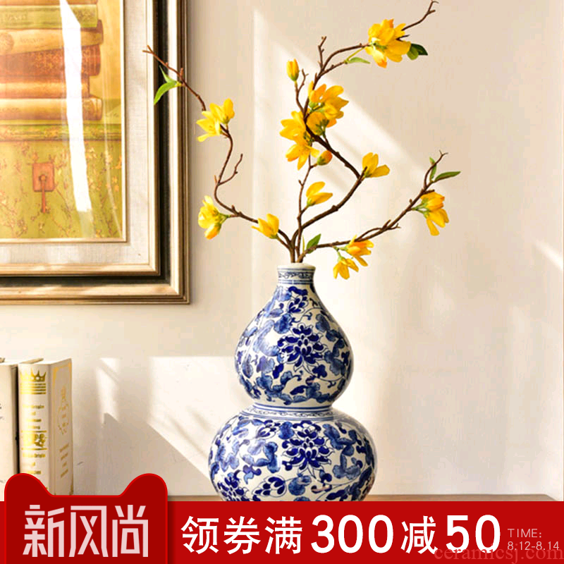 New Chinese style of jingdezhen blue and white porcelain vase furnishing articles sitting room of TV ark, wine porch decoration decoration flower arranging