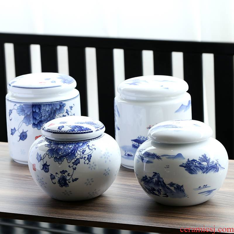 A large blue and white porcelain tea pot ceramic seal storage tank A kilo outfit half jins of porcelain pot moistureproof household pot