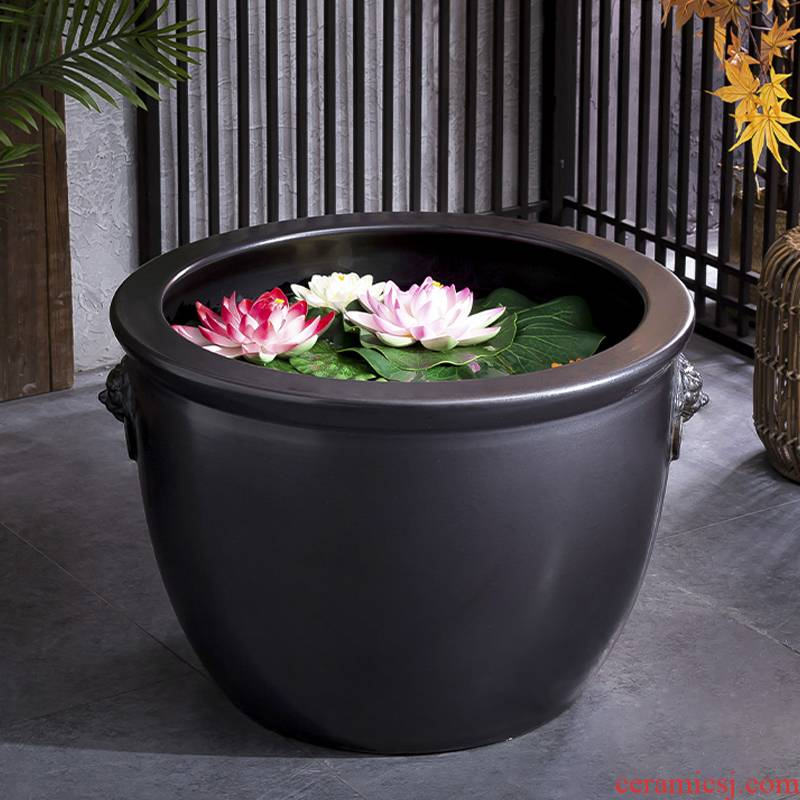 Retro black thick clay ceramic flower pot oversized cylinder circular altar water tanks of large diameter green plant plant trees and flowers POTS courtyard