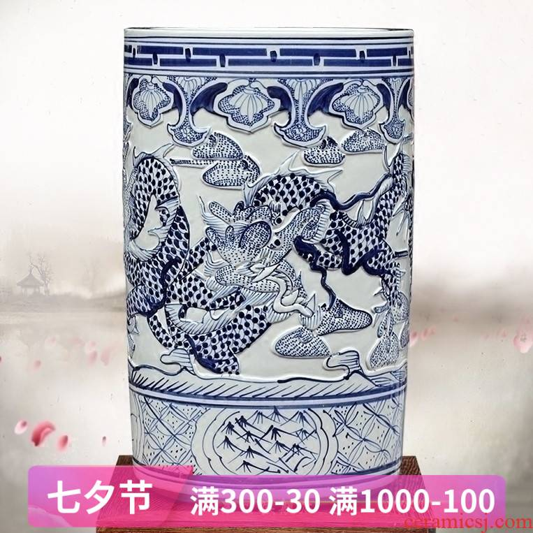 Jingdezhen ceramic blue and white dragon carving dragon quiver office mesa archaize sitting room place, calligraphy and painting scroll to receive goods