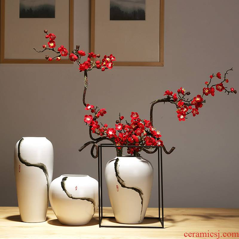 Jingdezhen ceramics vase household adornment flower arranging dried flower Chinese style living room TV cabinet vase is placed by hand