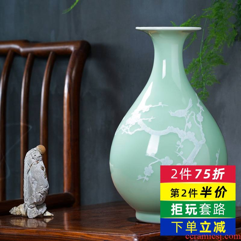 Jingdezhen porcelain ceramic green glaze name plum bottle of new Chinese style restoring ancient ways home sitting room ark, flower arranging decorative arts and crafts