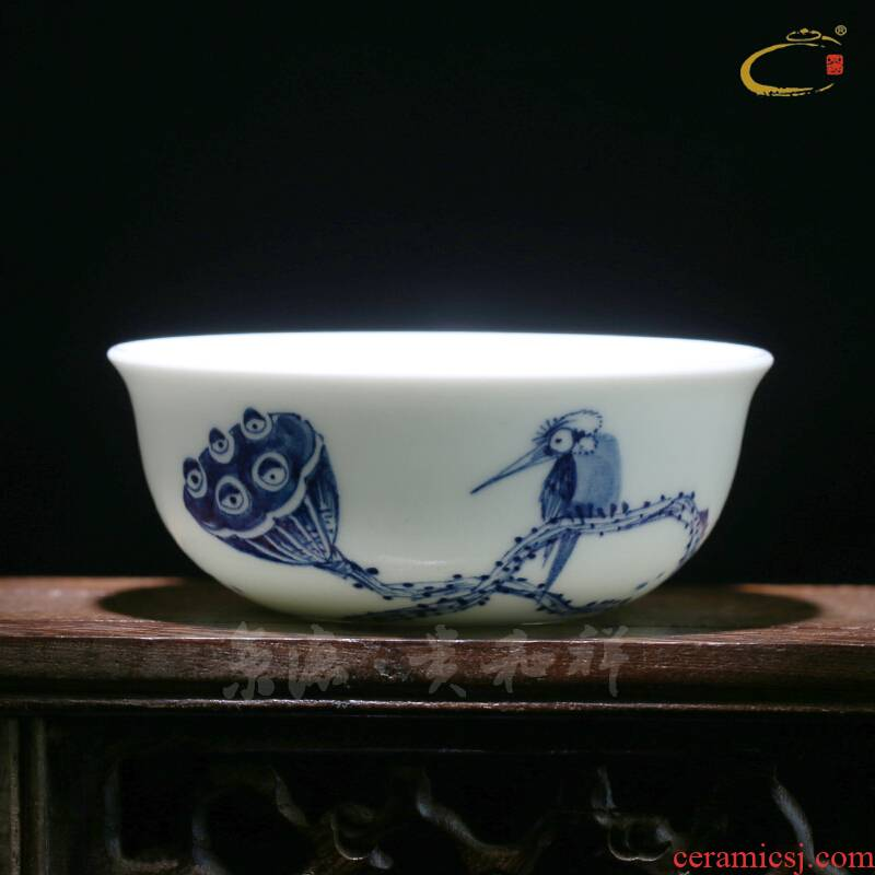And auspicious old manual hand - made all thin foetus sample tea cup large blue And white porcelain is jingdezhen ceramic kunfu tea cups