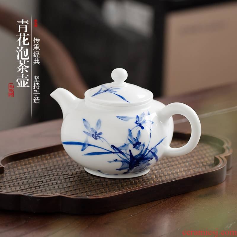 . Poly real view jingdezhen ceramic teapot filtering hand - made kung fu tea set of blue and white porcelain tea hand grasp small single pot