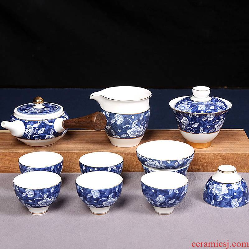 Hibiscus flowers covered bowl of blue and white porcelain ceramic kung fu tea set combinations of a complete set of 6 people with simple office