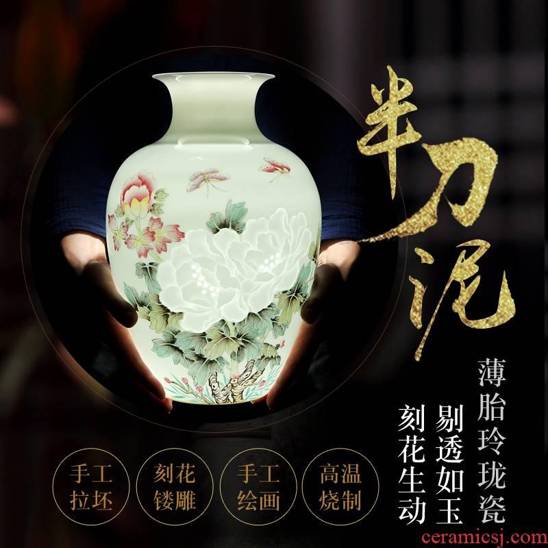 Jingdezhen vase hand - made and exquisite porcelain blooming flowers and exquisite porcelain vase