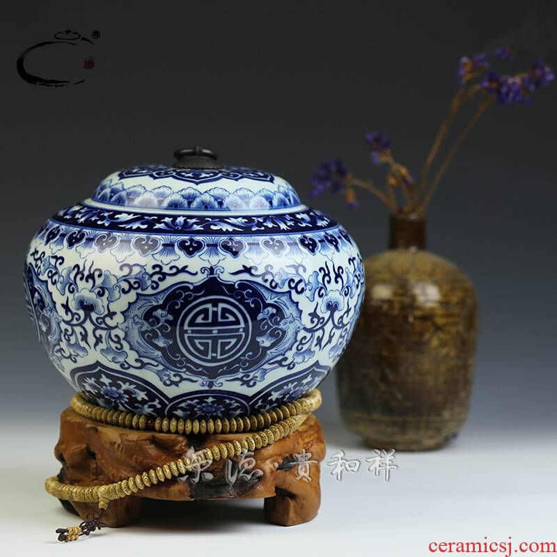 And auspicious large caddy fixings jingdezhen blue And white caddy fixings white porcelain body storage round pot of tea packing gift box