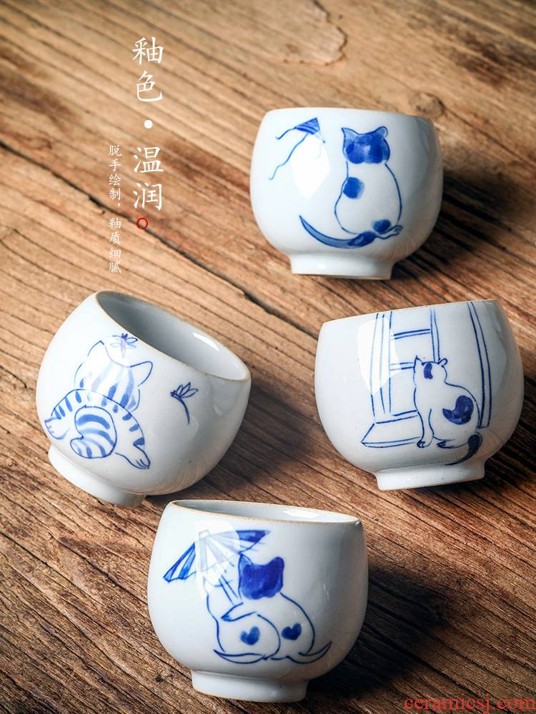 Blue and white porcelain personal kongfu master cup single CPU jingdezhen hand - made ceramic cups sample tea cup checking out the tea