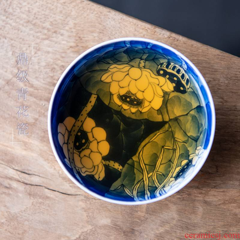 24 is hand - made of mix water pu - erh tea cup filled with the color of blue and white porcelain lotus kung fu single CPU master cup ceramic cups