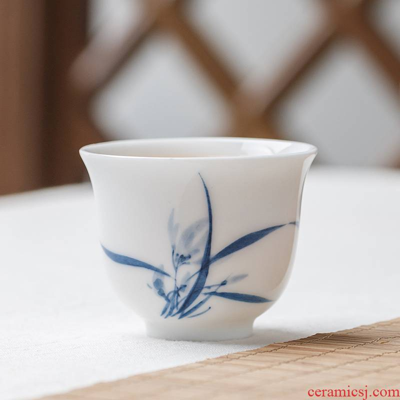 White porcelain kung fu tea cups in the ceramic sample tea cup small hand - made orchid rural Chinese wind restoring ancient ways