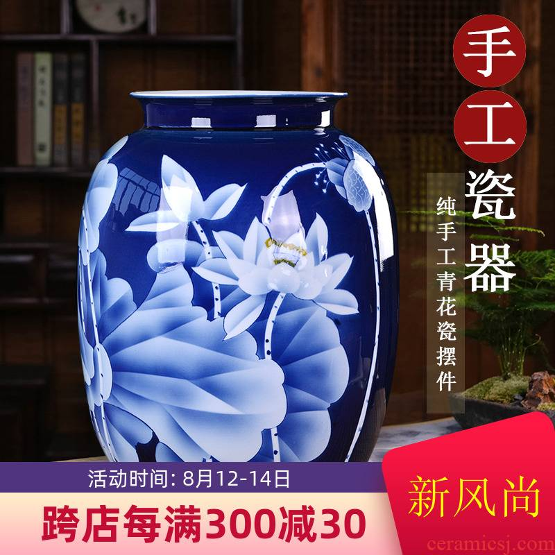 Hand draw large blue and white porcelain vase lotus Chinese style restoring ancient ways is the sitting room, office decoration furnishing articles of jingdezhen ceramic wide expressions using