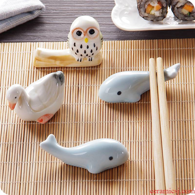 J together Japanese cartoon scene kitchen ceramic tableware chopsticks chopsticks frame bracket hold chopsticks pillow household chopsticks doesn a spoon