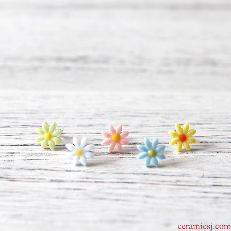 QingGe little Daisy ceramic fresh Daisy earrings, Japan and South Chesapeake version of female temperament earrings ideas lay in hand supply of goods