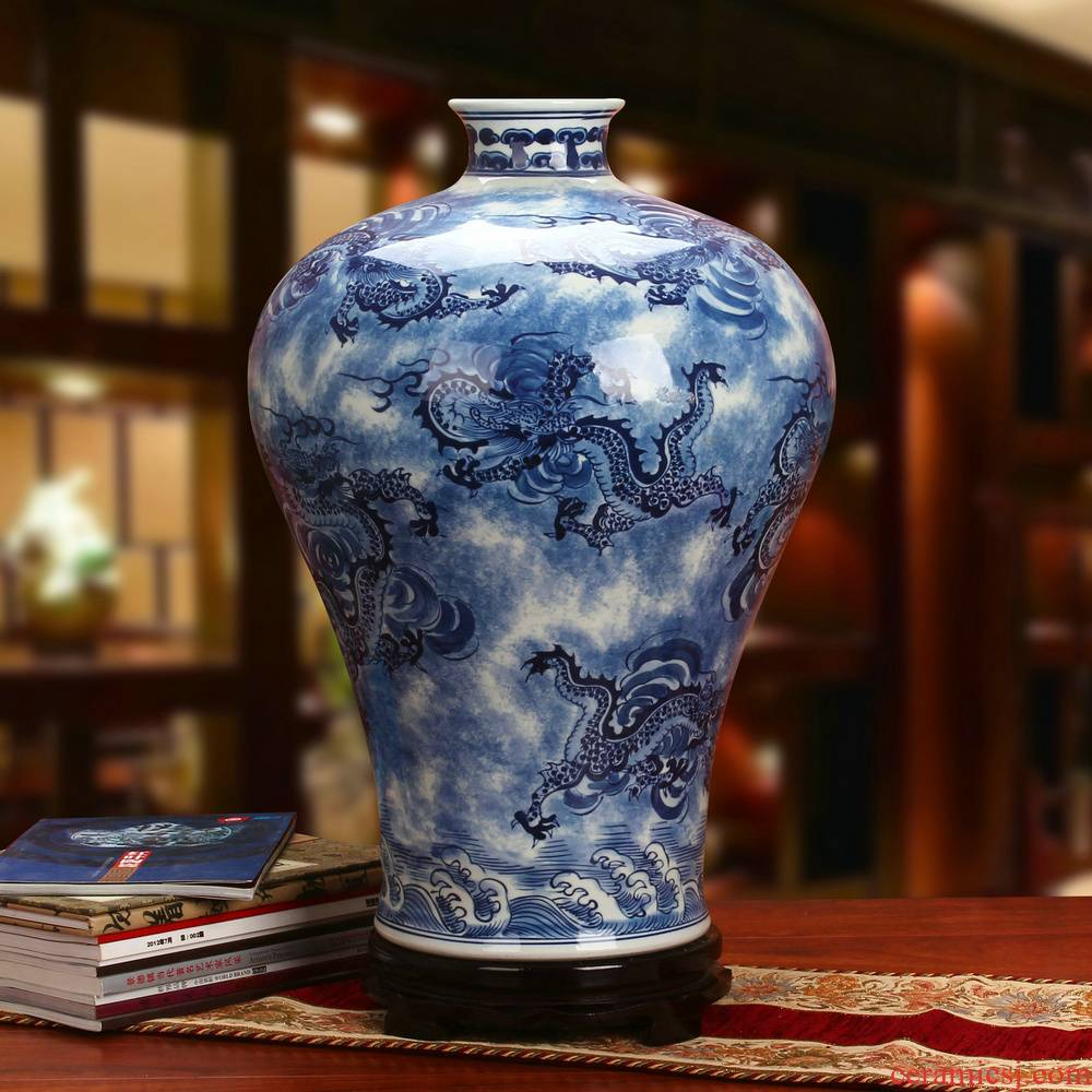 Jingdezhen ceramics high - grade hand - made all xiangyun longteng universally celestial Chinese vase of blue and white porcelain collection