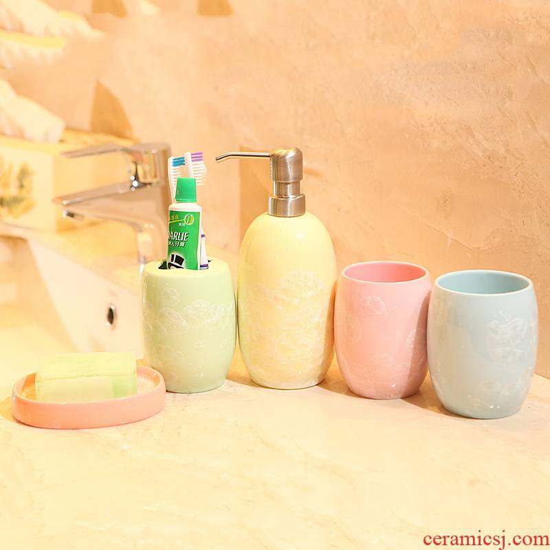 The Set ceramic sanitary ware has five bathroom toilet gargle cup toothbrush cup suite ice flower porcelain wash gargle suit