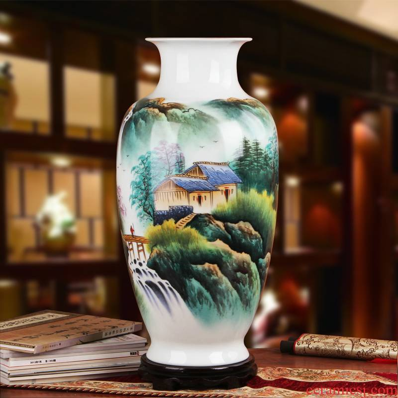 Famous hu, jingdezhen ceramics vase upscale gift hand famille rose porcelain vase. In the mountains