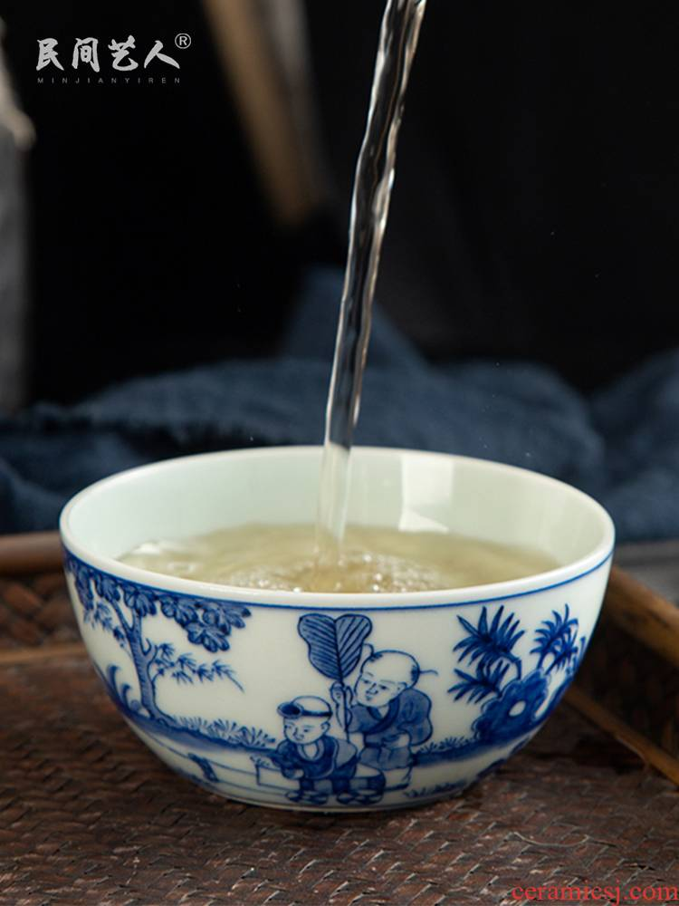 Jingdezhen archaize masters cup ceramic cups cup pure blue and white baby manual hand - drawn characters play kung fu tea cups