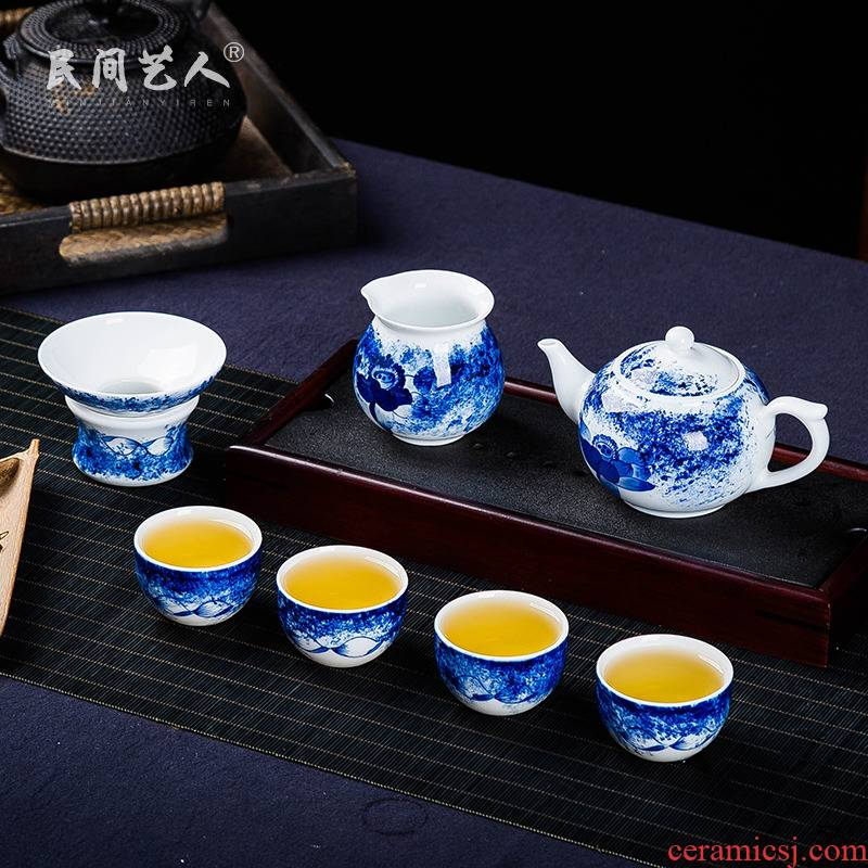 The Was a complete set of jingdezhen blue and white porcelain tea set fair kung fu tea cup teapot tea filter simple wooden gift set