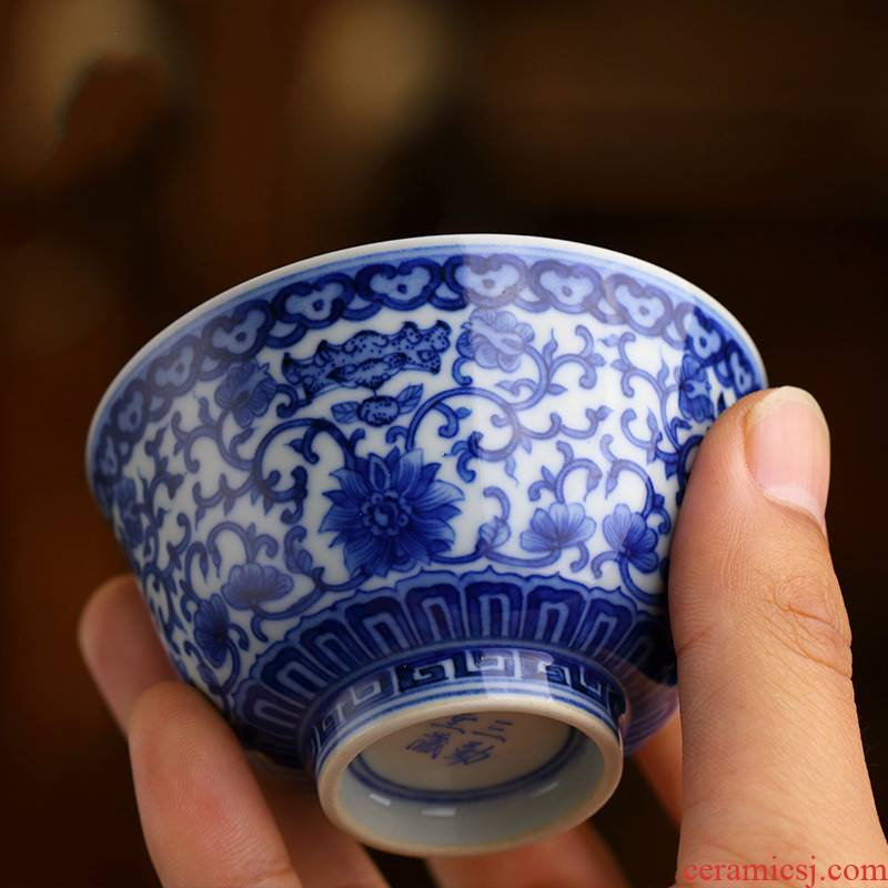 . Poly real boutique scene. The Blue and white porcelain cups master cup single CPU jingdezhen ceramic kung fu tea pu - erh tea sample tea cup