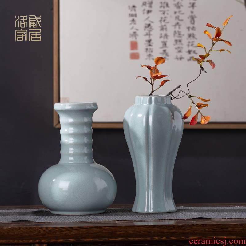 The azure glaze floret bottle of jingdezhen Chinese archaize home sitting room flower arranging ceramics decoration porcelain bottle furnishing articles