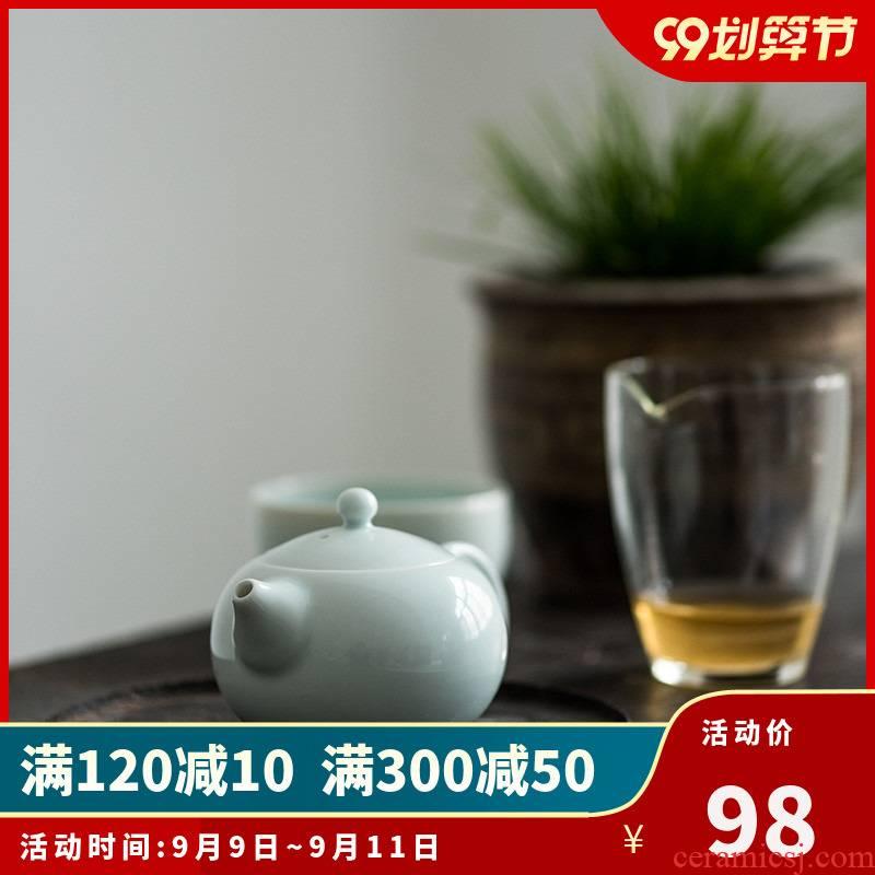 Sweet white glazed ceramic story ball hole, xi shi pot of filtering household white porcelain tea teapot tea by hand