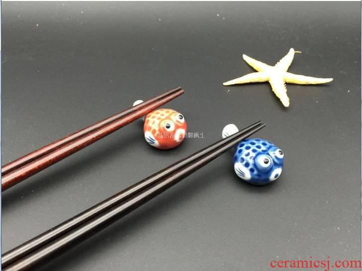 Web celebrity creative move chopsticks frame cartoon fugu ceramic chopsticks chopsticks chopsticks as Japanese chopsticks holder frame and wind