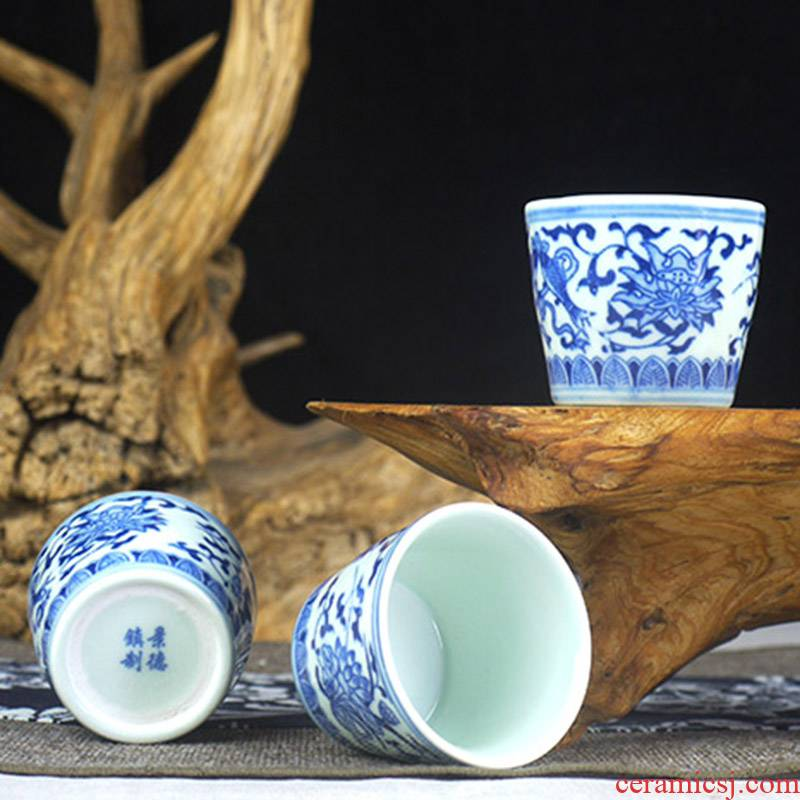 70 ml of jingdezhen blue and white antique glass ceramic cup. A small handleless wine cup kung fu tea cups with five mail
