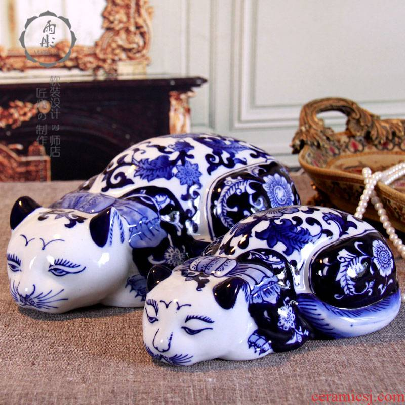 Jingdezhen blue and white porcelain, lovely languid is lazy cat cat cat ceramics handicraft furnishing articles home decoration interior decoration