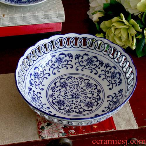 Blue and white hollow out fruit bowl dessert fruit bowl round home sitting room large creative decoration of jingdezhen ceramic furnishing articles