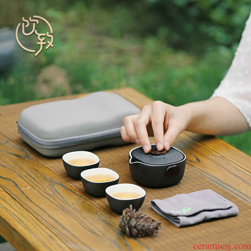 Ultimately responds to travel of black tea set a pot of three cups of portable portable is suing ceramic crack. A cup of tea