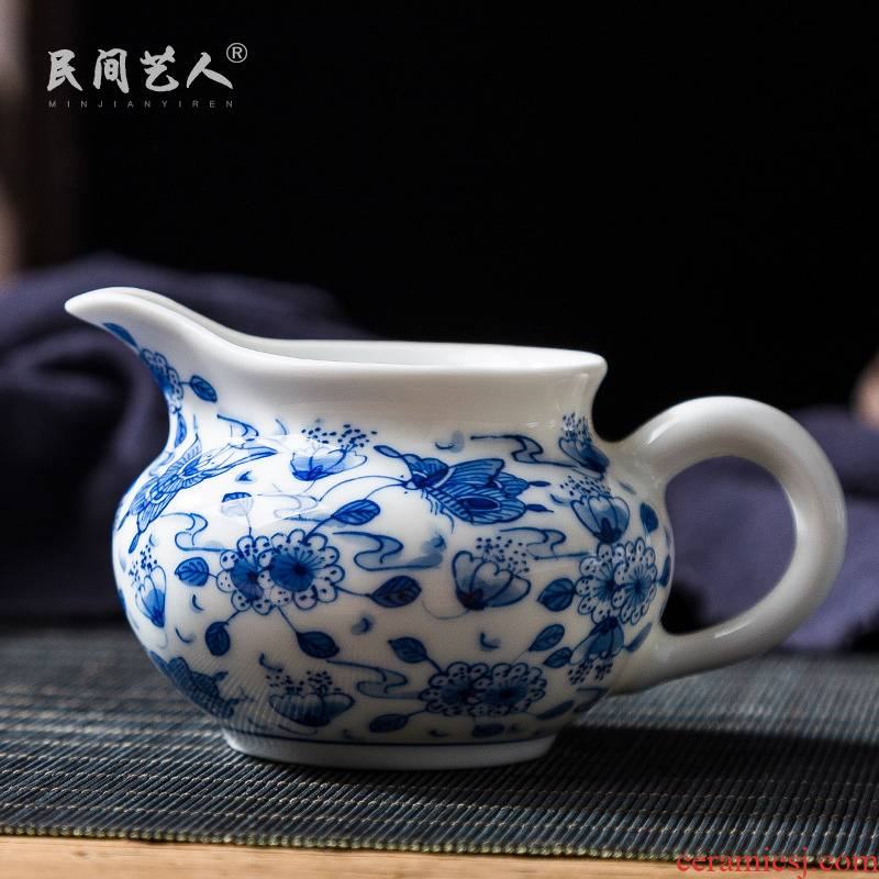 Jingdezhen ceramic hand - made flowers and a cup of blue and white disc love points pours tea tea ware kung fu tea accessories and glass