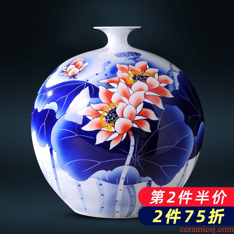 Hand the blue and white porcelain in jingdezhen porcelain ceramic vase is placed the new Chinese style household living room TV cabinet decoration