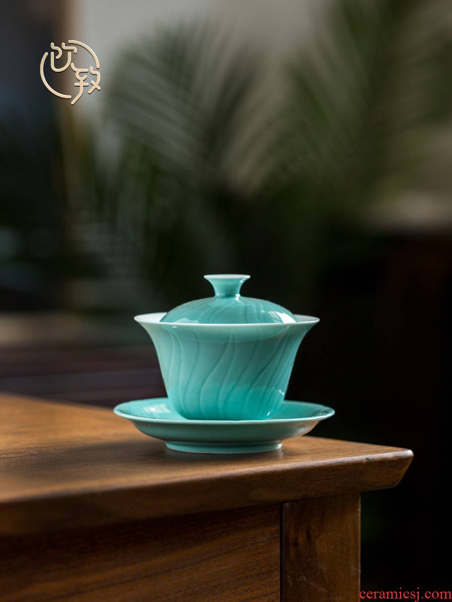 Ultimately responds to large Chinese tureen thin foetus bowl cups GaiWanCha kung fu tea set against the very hot jingdezhen hand cut