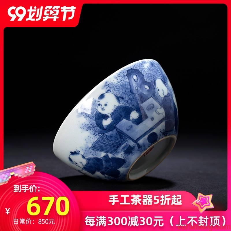 Holy big blue - and - white ceramics master kung fu tea cup hand - made maintain tong qu figure lying fa cup jingdezhen tea by hand