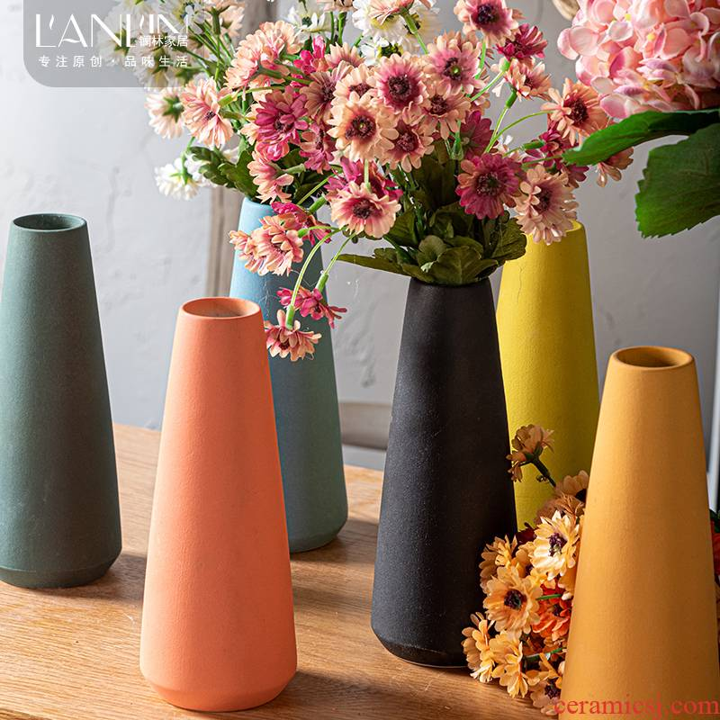 Nordic ceramic vase home sitting room creative flower arranging water raise small lovely mini desktop contracted dry flower is placed