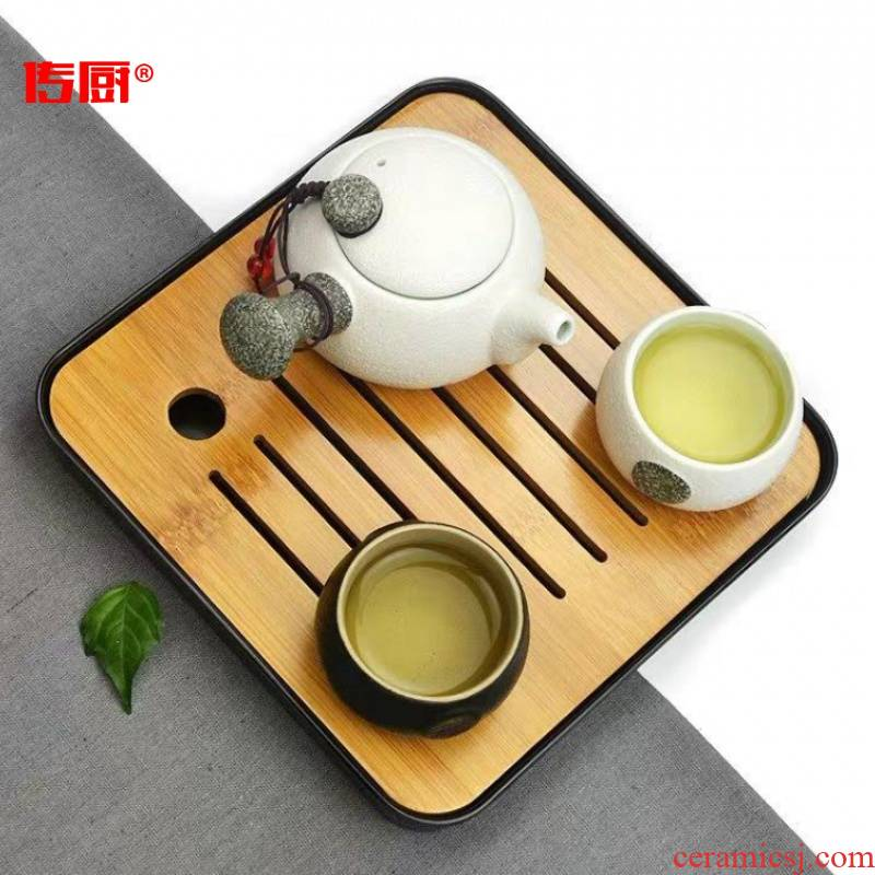 The hutch of a complete set of ceramic travel kung fu tea set is suing The home portable package crack cup a pot of two cups of four