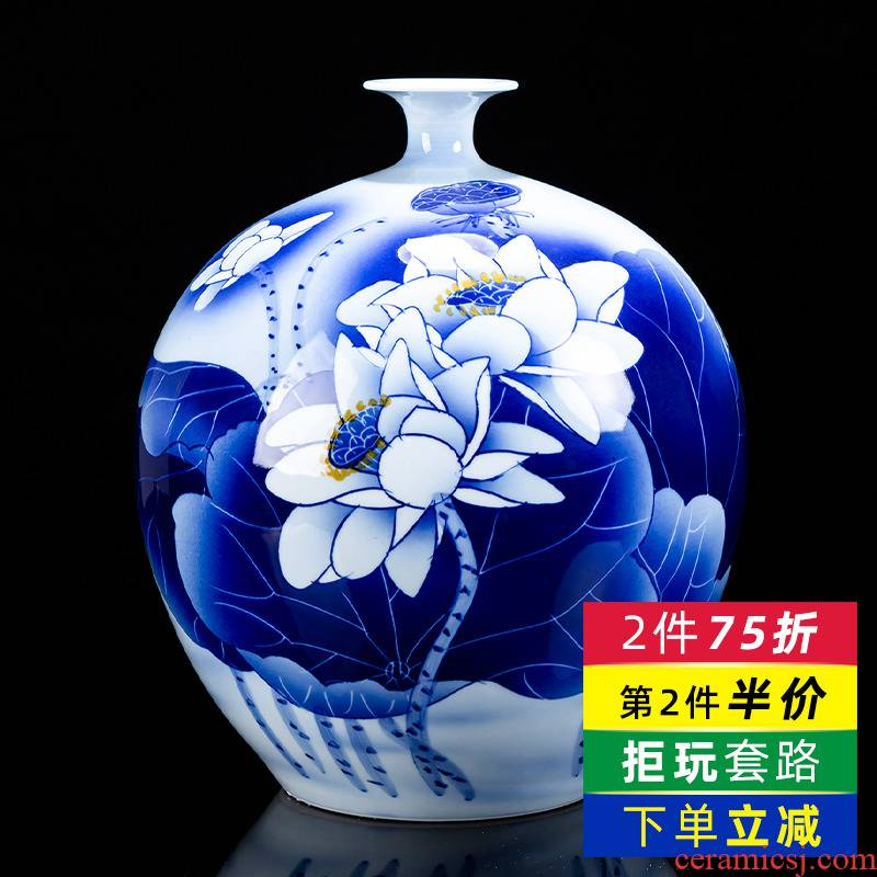 Hand - made white lotus flower vase of blue and white porcelain of jingdezhen ceramics living room TV cabinet decoration of Chinese style household furnishing articles