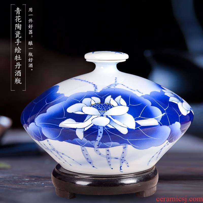 Bottle is blue and white porcelain of jingdezhen ceramic art hand - made peony empty bottles 10 jins sealed Bottle furnishing articles